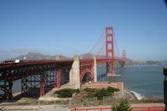 Spacer wzdłuż Golden Gate Bridge zdjęcia royalty free
