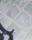 Spaceru puszek ulica na popielatej kamiennej podłoga Obrazy Stock