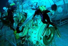 Spacewalk Training im Wasser Lizenzfreie Stockfotos