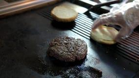 Spachtel- und Burgerpastetchen stock footage