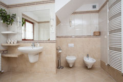 Spacious bathroom Royalty Free Stock Images