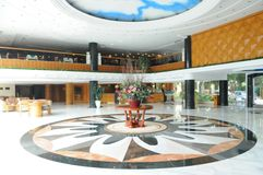 The spacious hotel lobby. And entrance Royalty Free Stock Photos