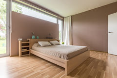Spacious and modern bedroom Royalty Free Stock Photography