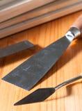 Spacklemessen op een houten lijst Royalty-vrije Stock Fotografie