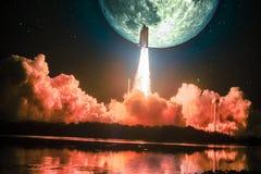 Spacship flambe dans la mission de lune image stock