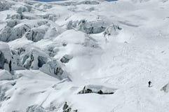 spadać kaskadą gigantycznego puszka narciarstwo s fotografia stock