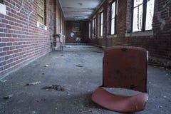 Spadać krzesło w korytarzu Obraz Stock