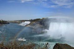 spadać Niagara nad tęczą Fotografia Royalty Free