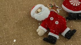 Spada śnieg z Bożenarodzeniową Santa dekoracją zbiory wideo