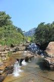 Spada kaskadą siklawę w Królewskim Natal parku narodowym, Południowa Afryka Zdjęcie Royalty Free