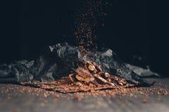 Spada kawałki tarta czekolada zdjęcie royalty free
