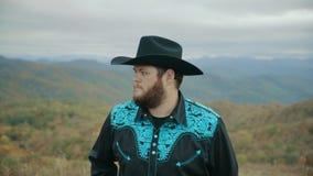 Spada na Max łaty Halnych Appalachian górach, Tennessee & Pólnocna Karolina, portret młody człowiek w kapeluszu, kowboj 4k zbiory wideo