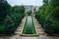 Spadający kaskadą fontannę przy południka wzgórza parkiem w Waszyngton, DC Obrazy Stock