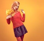 Spadek moda Kobieta w jesień stroju Rudzielec model Fotografia Stock