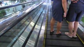 Spadek na eskalatorze zbiory wideo