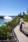 spadek zbliżać Niagara ścieżkę Obrazy Stock