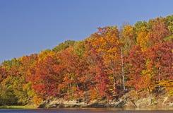 Spadków kolory na Spokojnym jeziorze Fotografia Royalty Free