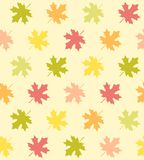 Spadków liście klonowi - Bezszwowy wzór royalty ilustracja