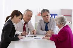 Spadkowy doradcy spotkanie z Starszą kobietą fotografia stock