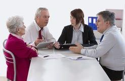 Spadkowy doradcy spotkanie z Starszą kobietą o jej ostatnim w obrazy royalty free