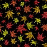 Spadku tło z porysowanymi liśćmi klonowymi bezszwowy wzoru Fotografia Stock