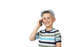 Spaeks del muchacho por el teléfono celular Imagen de archivo