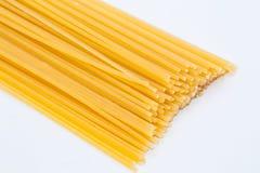 Spagetti i vit bakgrund Royaltyfri Bild