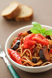 Spagetti med aubergine Arkivfoto