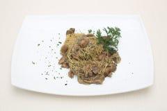 Spagetti med champinjoner Arkivfoton