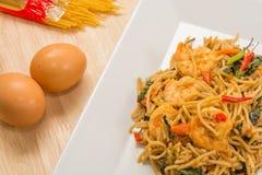 Spagetti med den kryddiga räkan och skaldjur Royaltyfria Foton