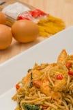 Spagetti med den kryddiga räkan och skaldjur Arkivfoton
