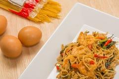 Spagetti med den kryddiga räkan och skaldjur Royaltyfri Fotografi