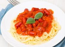 Spagetti med den rökte korven Royaltyfri Bild