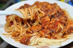 Spagetti med feg sås Royaltyfria Bilder