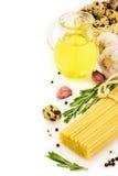 Spagetti med ingredienser Arkivbilder