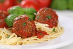 Spagetti med mål för köttbullenudelpasta Arkivfoton