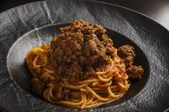 Spagetti med nötköttsås royaltyfria foton