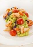 Spagetti med räka, tomater och örter Fotografering för Bildbyråer