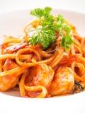 Spagetti med röd sås och räka Favorit- kött för vännoo royaltyfria foton