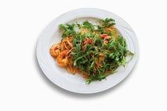 Spagetti med scampi- och raketsallad i platta Royaltyfri Fotografi