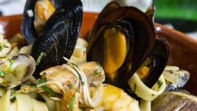 Spagetti med skaldjur, musslor, räkor fotografering för bildbyråer