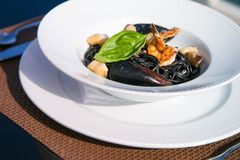 Spagetti med skaldjur p? en platta royaltyfria foton