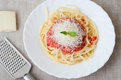 Spagetti med tomatoesås Arkivbild