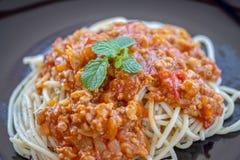 Spagetti med tomatsås arkivbilder