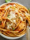 Spagetti med tomatsås Royaltyfri Fotografi