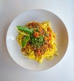 Spagetti med tonfisk och grönt te royaltyfri foto