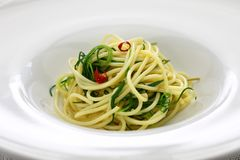Spagetti mit agretti lizenzfreies stockbild