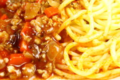 Spagetti mit Tomatensauce lizenzfreie stockfotos