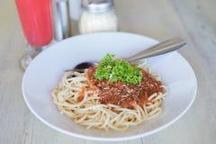 Spagetti Napoli på tabellen i restaurang Royaltyfri Fotografi