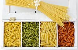Spagetti och färgrik makaroni Royaltyfria Bilder